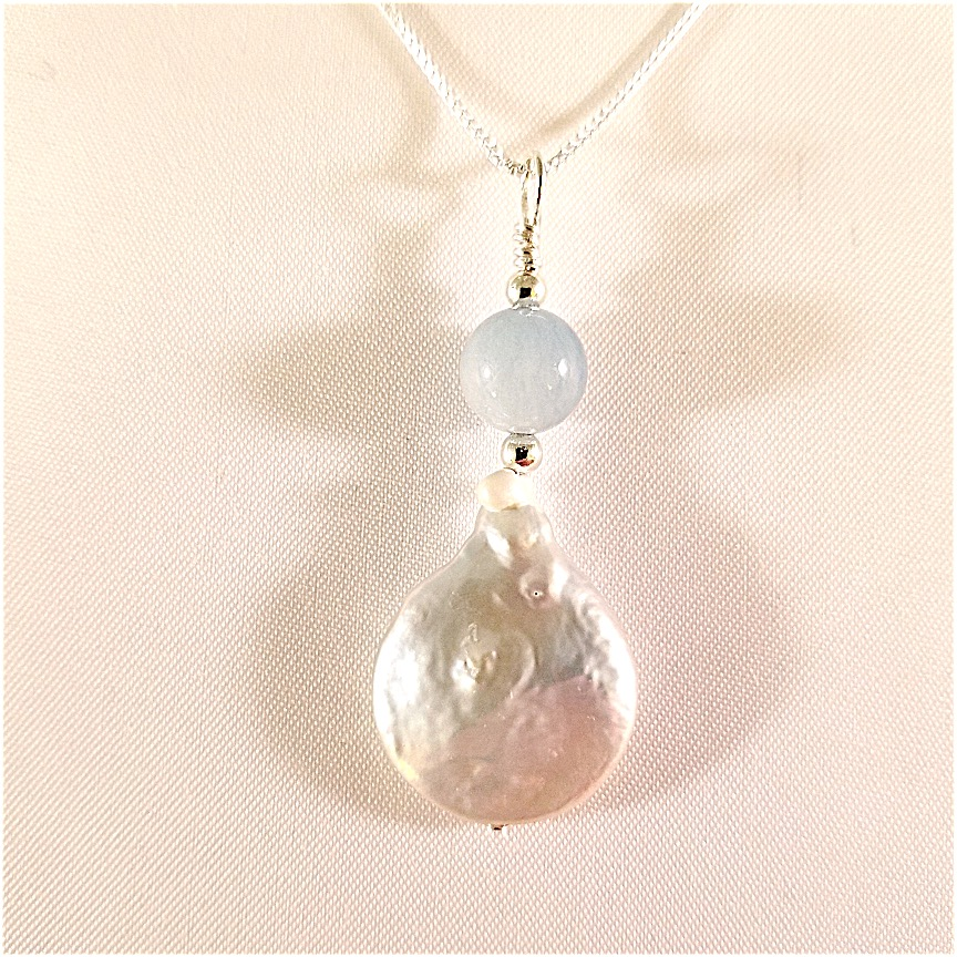 Coin-pearl-necklace-with-aquamarine-2.jpg