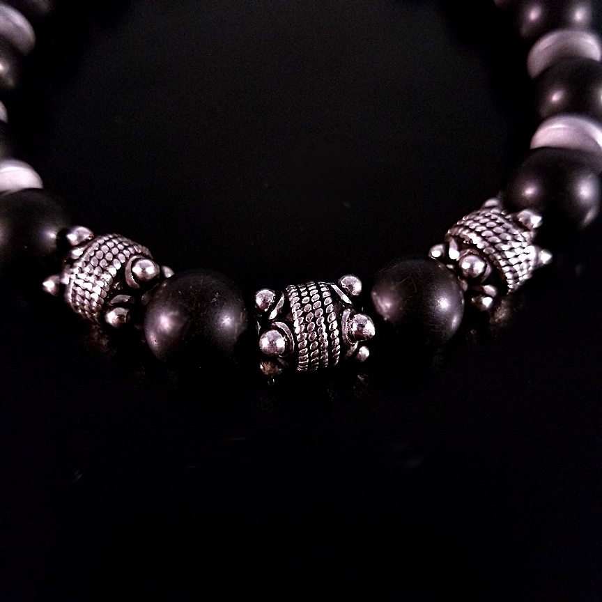 Mens-10mm-Black-Onyx-and-Silver-with-Hematite-Discs-3.jpg