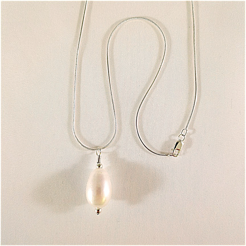 Pearl-pendant-on-silver-snake-chain-2-1.jpg